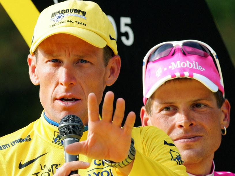Jan Ullrich za plecami Lance'a Armstronga /AFP