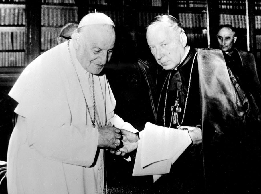 Jan XXIII z kardynałem Stefanem Wyszyńskim /Photoshot    /PAP