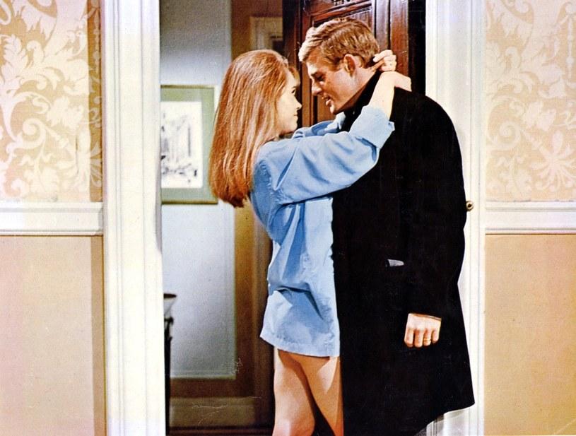 """Jane Fonda i Robert Redford w scenie z """"Boso w parku"""" /East News"""