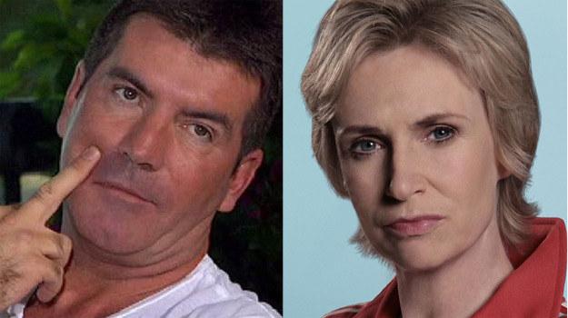 Jane Lynch twierdzi, że wzoruje się na Simonie Cowellu, kreując Sue Sylvester /