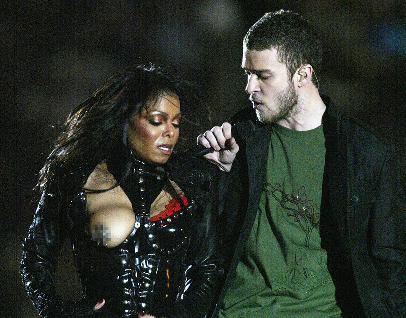 Janet Jackson i Justin Timberlake podczas pamiętnej wpadki w 2004 roku /Donald Miralle /Getty Images