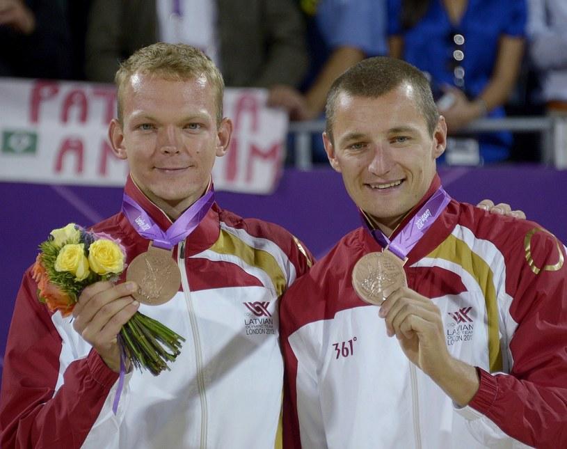 Janis Smedins (z lewej) i Martins Plavins /AFP
