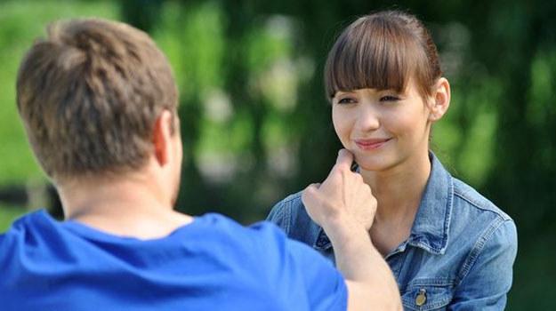 Janka i Wojtek w końcu zbliżą się do siebie. Jednak dziewczyna wciąż jest zakochana w Marcinie... /www.mjakmilosc.tvp.pl/