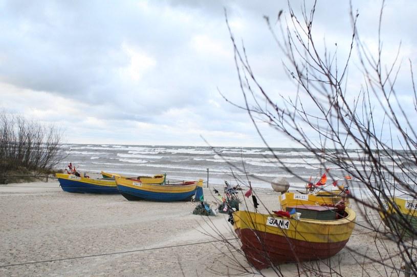 Jantar słynie z bursztynowych plaż /East News