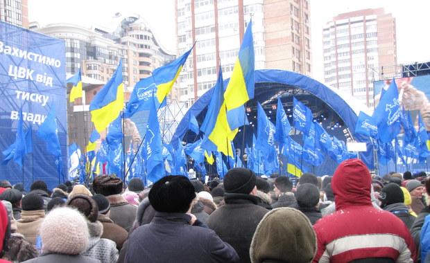 Janukowycz prowadzi, jego zwolennicy fetują