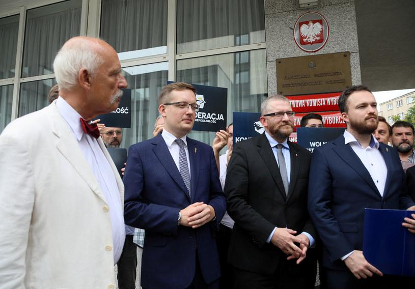 Janusz Korwin-Mikke, Robert Winnicki, Grzegorz Braun i Witold Tumanowicz podczas rejestracji komitetu /Jakub Kamiński   /East News