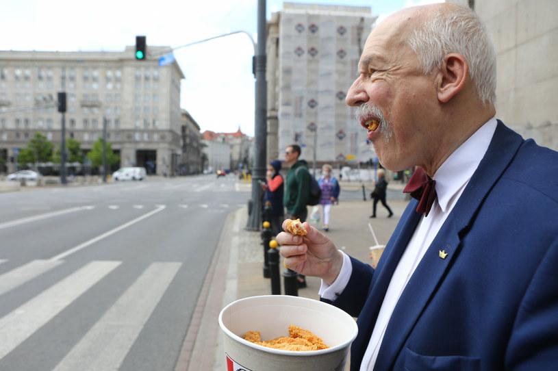 Janusz Korwin-Mikke rozpoczął dietę opartą na fast foodach /Tomasz Jastrzębowski /Reporter