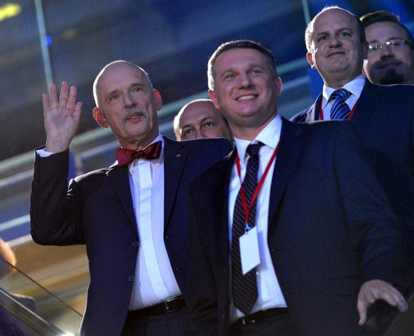 Janusz Korwin-Mikke w towarzystwie Przemysława Wiplera /Marcin Obara /PAP