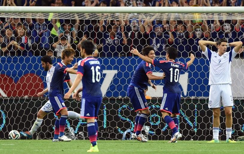 Japończycy cieszą się z bramki strzelonej Cyprowi /AFP