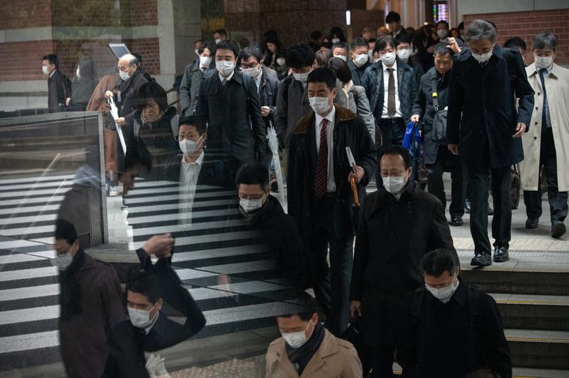 Japończycy walczą z koronawirusem /Carl Court /Getty Images