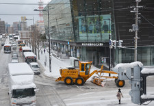 Japonia: Intensywne opady śniegu i utrudnienia komunikacyjne