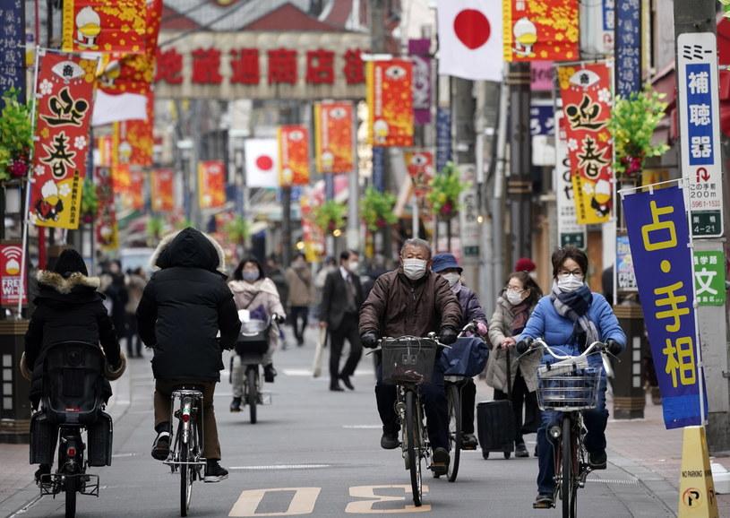 Japonia od połowy listopada mierzy się z trzecią falą pandemii /FRANCK ROBICHON /PAP/EPA