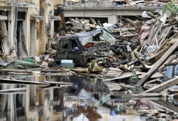 Japonia podniesie podatki w celu sfinansowania odbudowy kraju ze zniszczeń po tsunami? /AFP