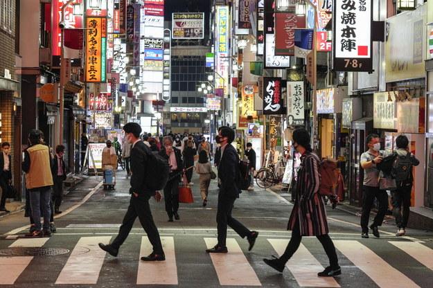 Japonia, w przeciwieństwie do wielu innych krajów, nie wprowadza twardych lockdownów. /KIMIMASA MAYAMA /PAP/EPA