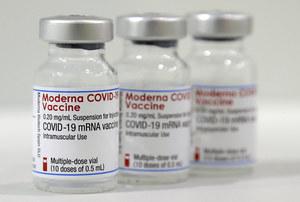 Japonia: Zgony po przyjęciu szczepionki Moderny. W partii preparatów wykryto zanieczyszczenia