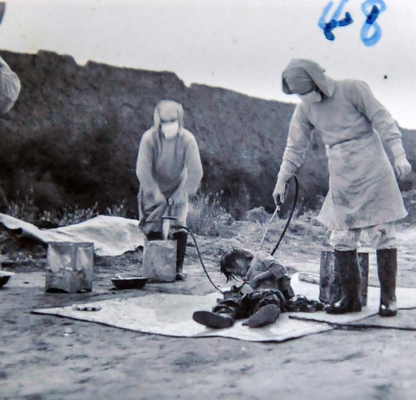Japoński eksperyment bakteriologiczny prowadzony pod przykrywką walki z rozprzestrzenianiem się zarazy. /Xinhua/Photoshot/REPORTER /East News