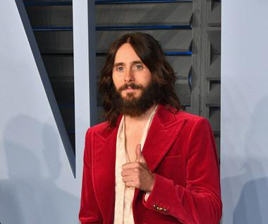 Jared Leto uwielbia polskie pierogi. Zajada je przed koncertem 30 Seconds to Mars w Krakowie [FOTO]