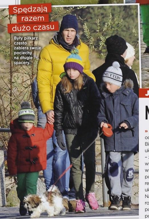 """Jarek z dziećmi na spacerze (Źródło: """"Show"""" nr 25 (163) 15 grudnia) /- /Show"""