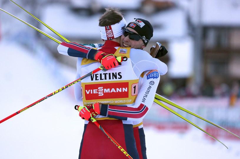 Jarl Graabak i Magnus Riiber gratulują sobie zwycięstwa /PAP