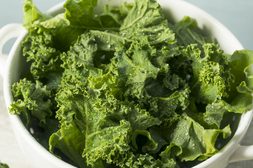 Jarmuż, papryka i inne warzywa to źródło wit. C, która sprawia, że pęcherz jest bardziej odporny na działanie bakterii oraz elastyczny /123RF/PICSEL