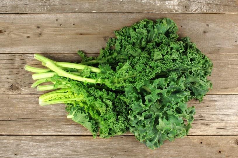 Jarmuż to jedno z najzdrowszych warzyw. Do tego jest bardzo tani /123RF/PICSEL