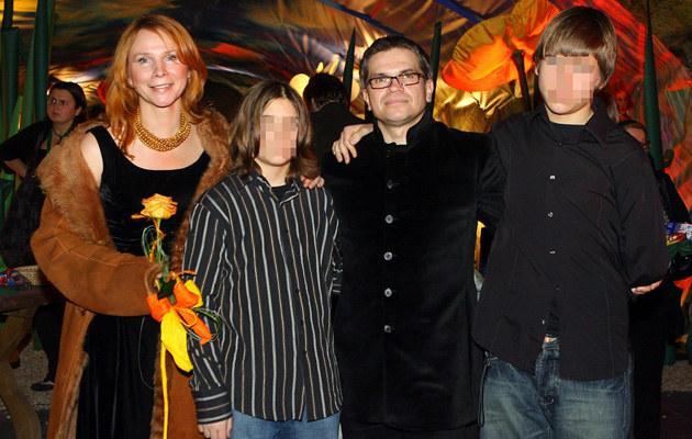 Jarosław Boberek z żoną Iloną i synami Franciszkiem i Janem /Piotr Fotek /Reporter