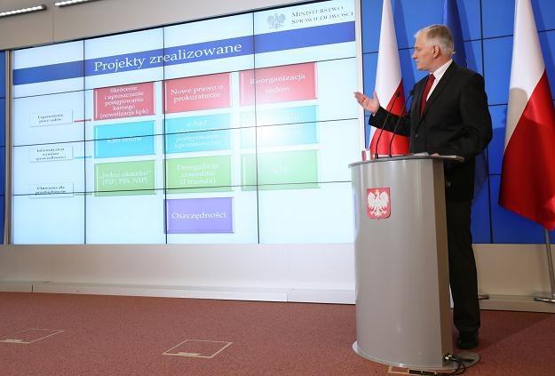 Jarosław Gowin podczas konferencji, fot. Leszek Szymański /PAP