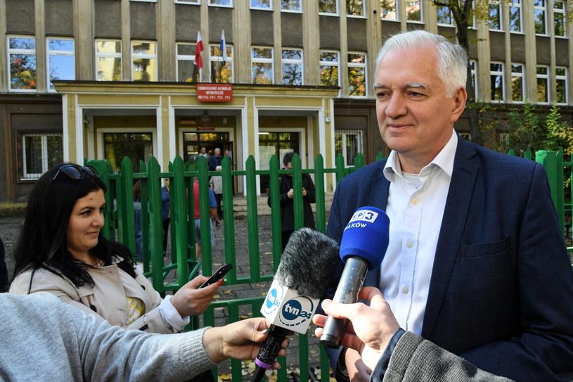 Jarosław Gowin przed lokalem wyborczym /Jacek Bednarczyk   /PAP