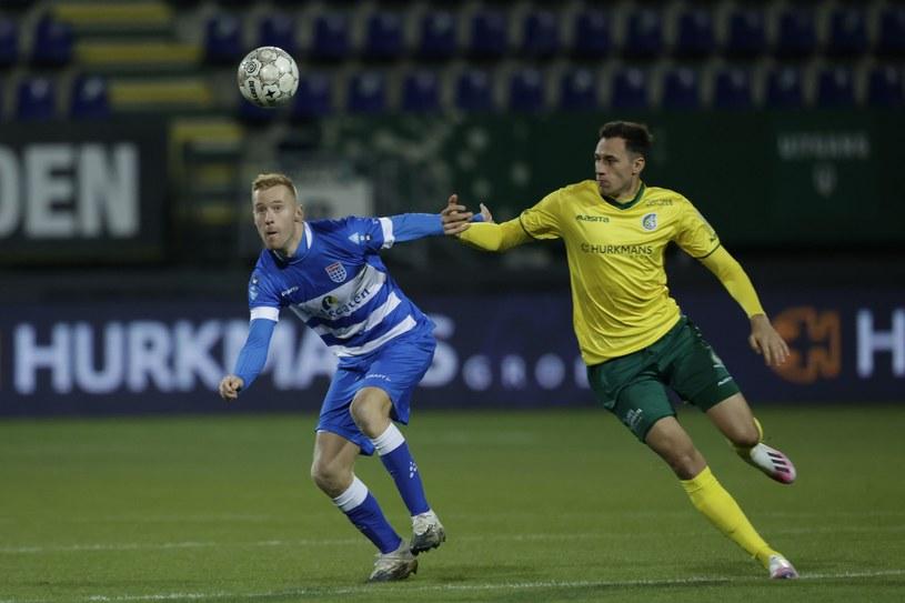 Jarosław Jach (z prawej) w meczu z PEC Zwolle /MARCEL VAN HOORN /Getty Images