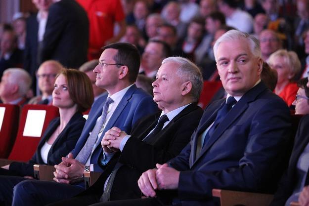 Jarosław Kaczyński (2P), Jarosław Gowin (P) i Mateusz Morawiecki (3P) /PAP