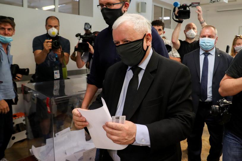 Jarosław Kaczyński głosował w Obwodowej Komisji Wyborczej nr 333 przy ul. H. Siemiradzkiego na warszawskim Żoliborzu /fot. Andrzej Iwanczuk /Reporter