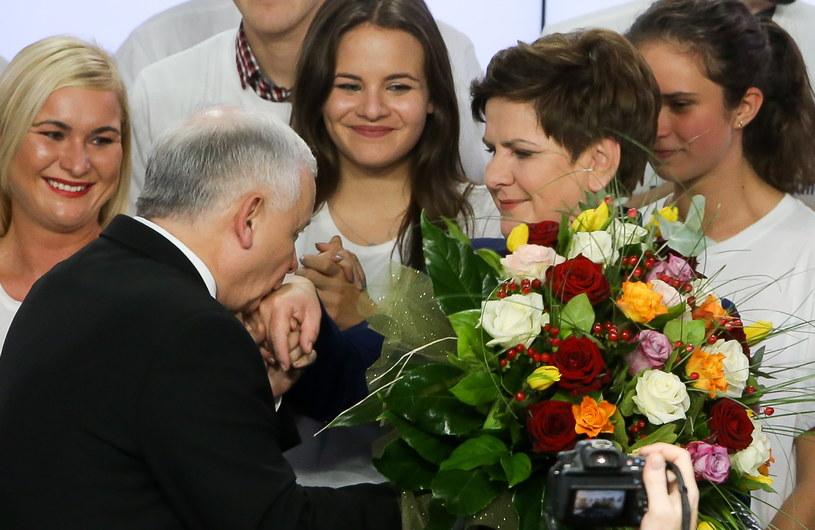 Jarosław Kaczyński gratuluje Beacie Szydło /Paweł Supernak /PAP