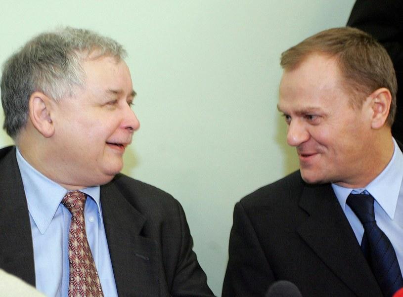 Jarosław Kaczyński i Donald Tusk w 2006 r. /Rozbicki/REPORTER /East News