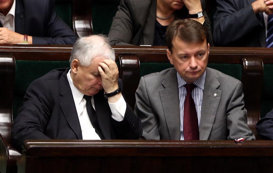 Jarosław Kaczyński i  Mariusz Błaszczak w Sejmie /Tomasz Gzell /PAP