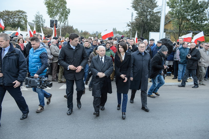 Jarosław Kaczyński i Marta Kaczyńska wzięli udział w otwarciu ronda im. Lecha Kaczyńskiego w Białej Podlaskiej /Wojciech Pacewicz /PAP