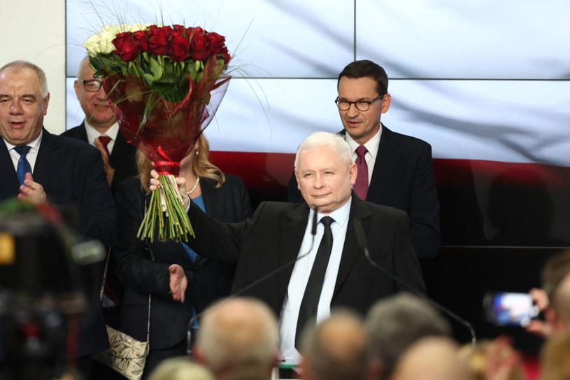 Jarosław Kaczyński i Mateusz Morawiecki tuż po ogłoszeniu sondażowych wyników wyborów /fot. Andrzej Iwanczuk /Reporter