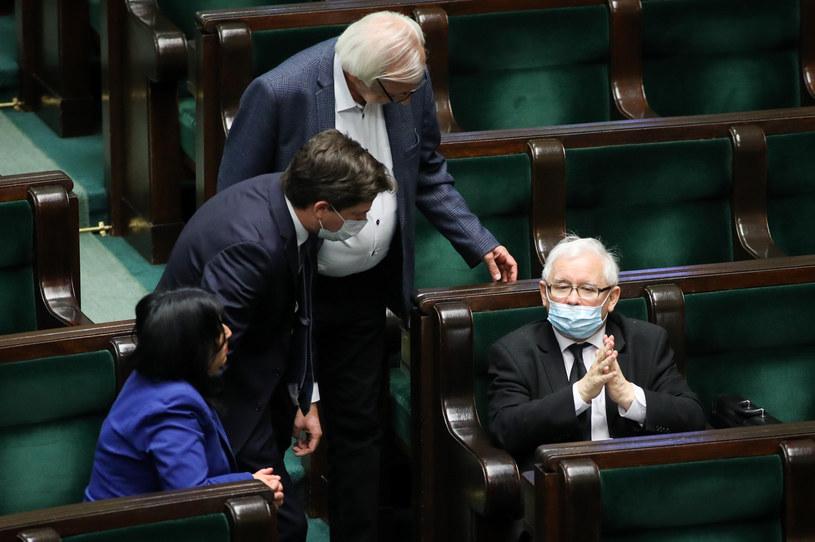 Jarosław Kaczyński i politycy PiS w Sejmie /fot. Andrzej Iwanczuk /Reporter
