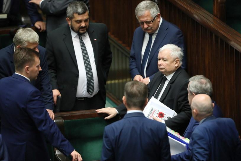Jarosław Kaczyński i politycy PiS w Sejmie /Wojciech Olkuśnik /PAP