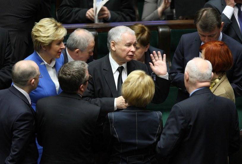 Jarosław Kaczyński i posłowie PiS w Sejmie /Stanisław Kowalczuk /East News