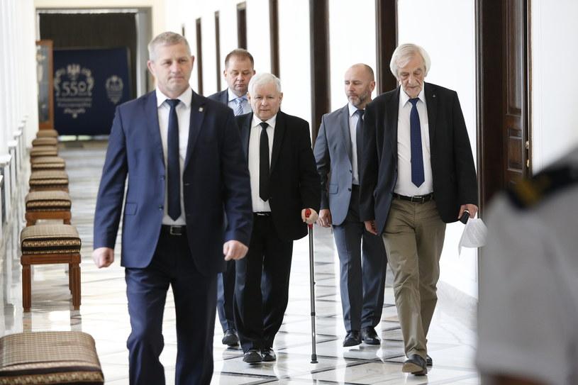 Jarosław Kaczyński i Ryszard Terlecki w Sejmie /MAREK SZAWDYN/POLSKA PRESS /East News