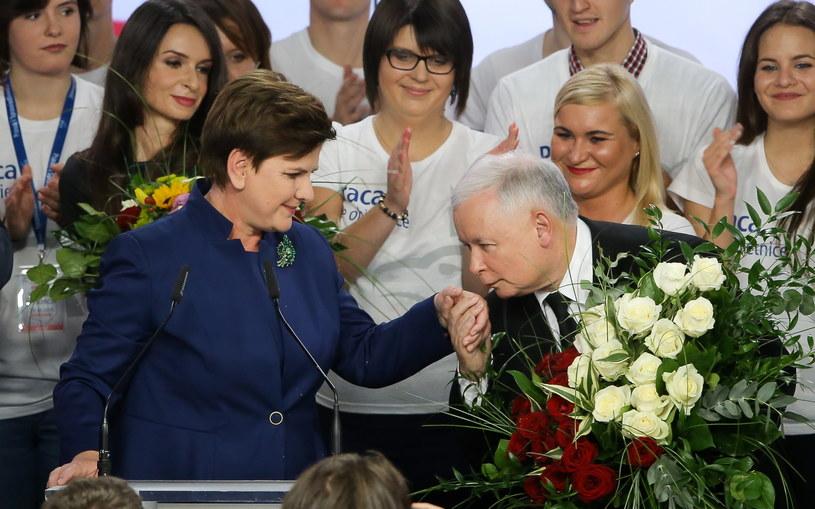 Jarosław Kaczyński i wiceprezes PiS, kandydatka na premiera Beata Szydło /Paweł Supernak /PAP