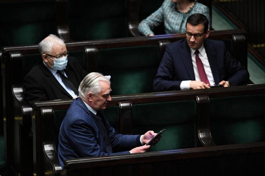 Jarosław Kaczyński, Jarosław Gowin i Mateusz Morawiecki / Radek Pietruszka   /PAP