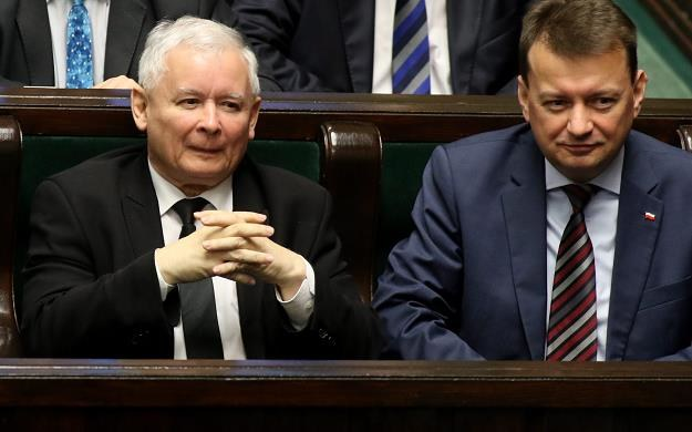 Jarosław Kaczyński (L) i Mariusz Błaszczak. Fot. Sławomir Kamiński /AGENCJA GAZETA