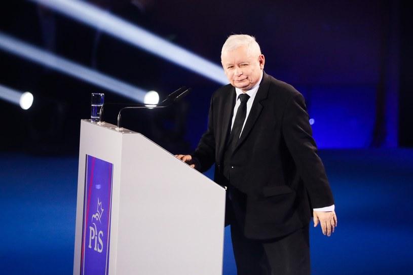 Jarosław Kaczyński modny garnitur założył na wiec w Krakowie /Beata Zawrzel /Reporter
