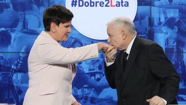 Jarosław Kaczyński o 2 latach rządów PiS: Polakom żyje się lepiej. (...) Wielkie dzięki!