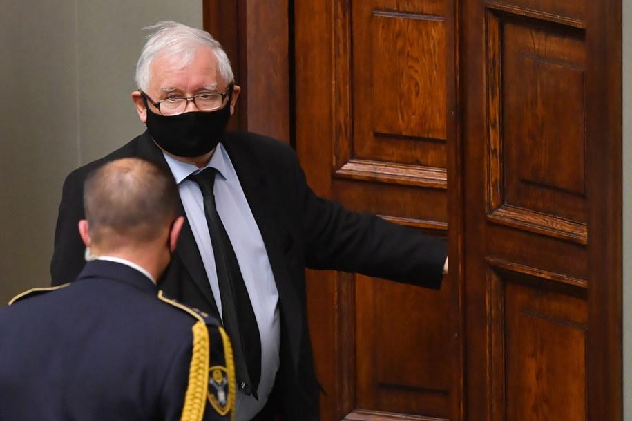 Jarosław Kaczyński opuszcza sejmową salę /Piotr Nowak /PAP