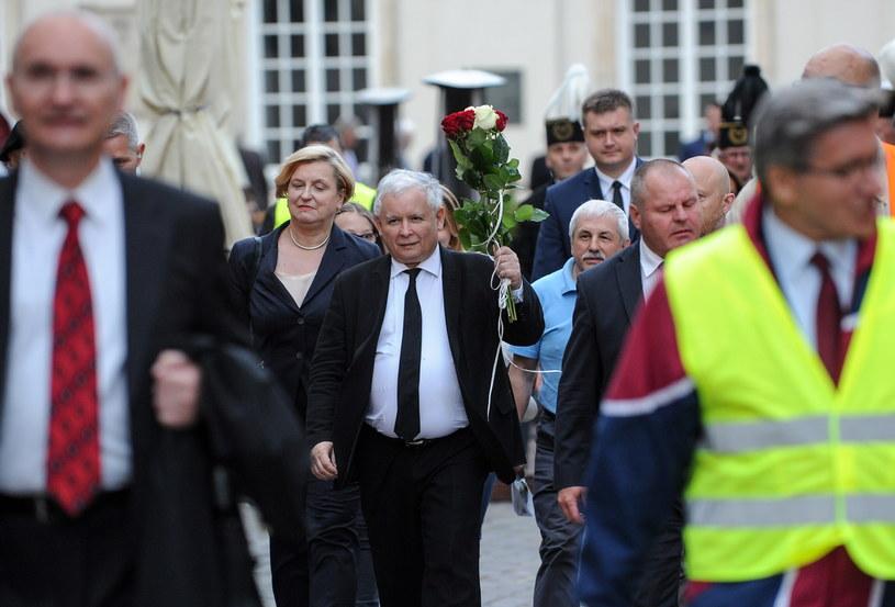 Jarosław Kaczyński podczas 74. miesięcznicy smoleńskiej /Marcin Obara /PAP