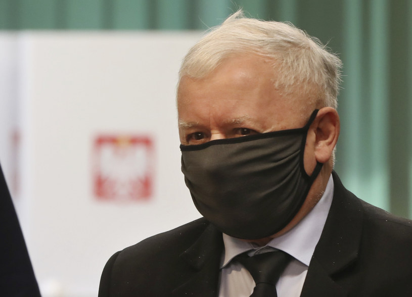 Jarosław Kaczyński podczas głosowana 28 czerwca /AP Photo/Czarek Sokolowski /East News