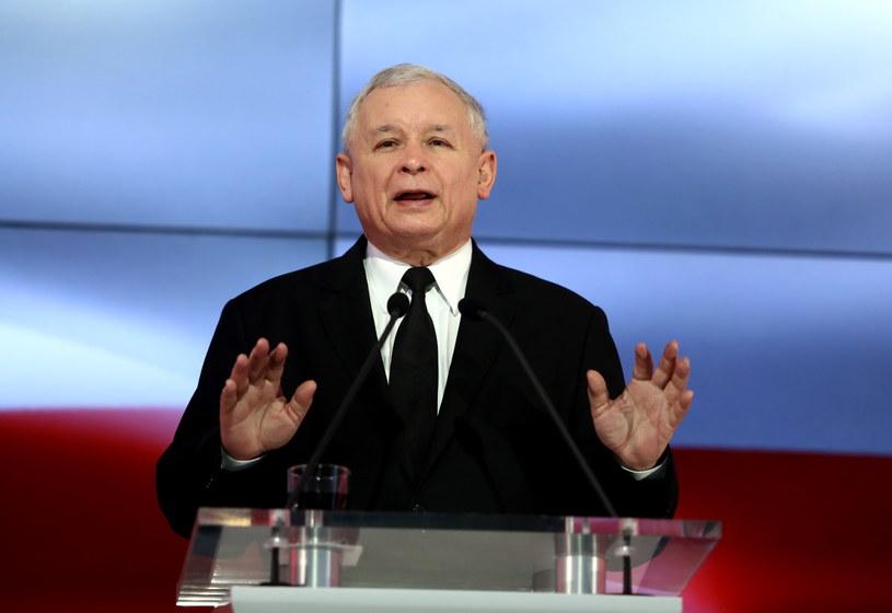 """Jarosław Kaczyński podczas konferencji prasowej PiS """"Przeciw biedzie, przeciw korupcji"""" /Tomasz Gzell /PAP"""