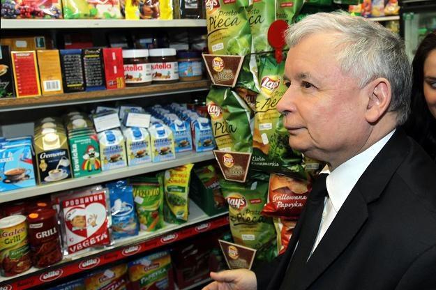 Jarosław Kaczyński podczas wizyty w sklepie spożywczym/fot. R. Pietruszka /PAP